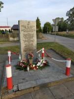 Słotwiny. Kibice Widzewa wsparli finansowo odnowienie pomnika